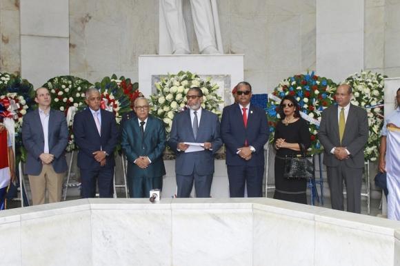 INPOSDOM honra a Padres de la Patria; su director general pide a jóvenes caminar por sus huellas