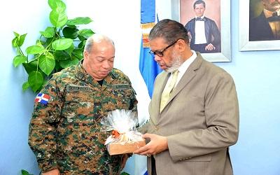 Director general del INPOSDOM gira visita de cortesía a director Escuelas Vocacionales de las Fuerzas Armadas y la Policía Nacional