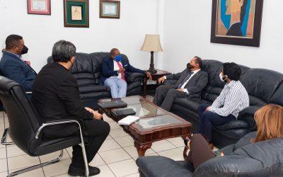 Embajador de Guatemala en el país realiza visita de trabajo a director general del INPOSDOM