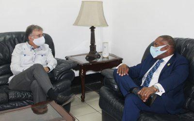 Embajador de Brasil en el país gira visita de cortesía a director general de INPOSDOM; acuerdan trabajar en conjunto