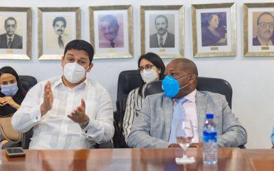 Director general de INPOSDOM recibe visita del embajador de Colombia en el país