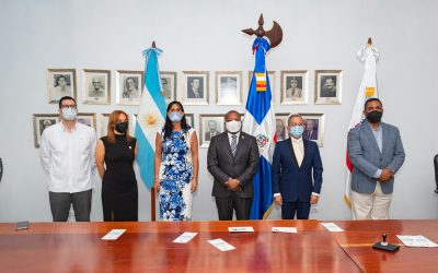 """INPOSDOM pone en circulación emisión postal """"Gesto de Solidaridad República de Argentina con República Dominicana""""."""